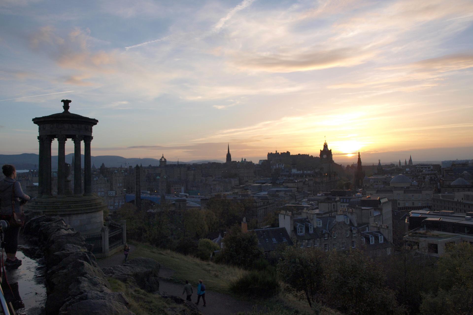Buchstabenplus in Edinburgh: Blick vom Calton Hill